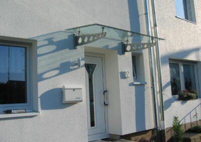 vordach aus glas edelstahl