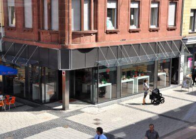 glasfassade vordach